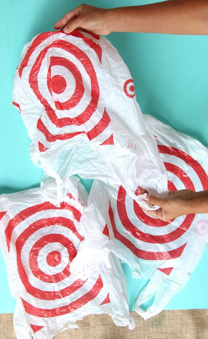 diy-christmas-candy-cane-wreath-upcycled-plastic-bags-repurposed-christmas-decorations-crafts-apieceofrainbow-7b.jpg